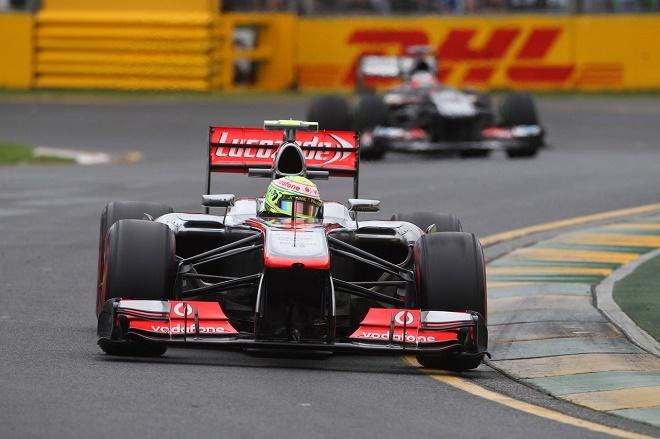 La McLaren MP4-28 del 2013 è nata male e la sospensione anteriore non lavora come ci si aspettava. Si prospetta una clamorosa marcia indietro e il ritorno in pista per la MP4-27 dello scorso anno, per salvare il campionato di Jenson Button e Sergio Perez