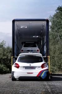 La 208 GTI T16 evoca i successi maturati nel Mondiale Rally dalla mitica berlinetta 205 T16 di Gruppo B (Foto Peugeot-PSA)