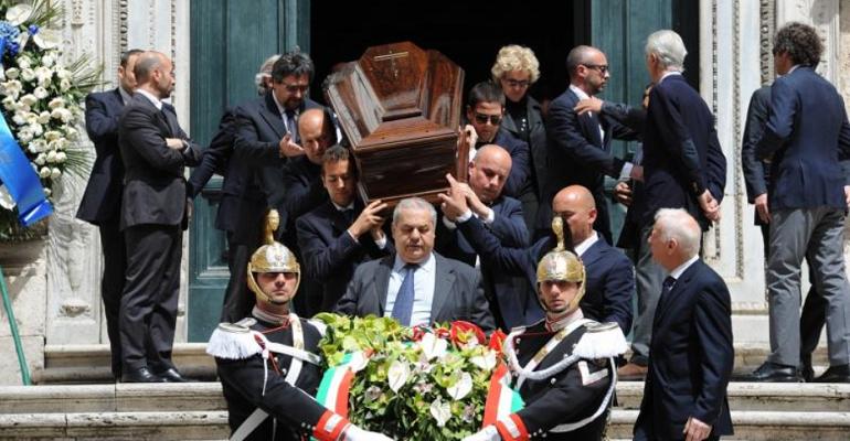 20130427-funerali-antonio-maccanico