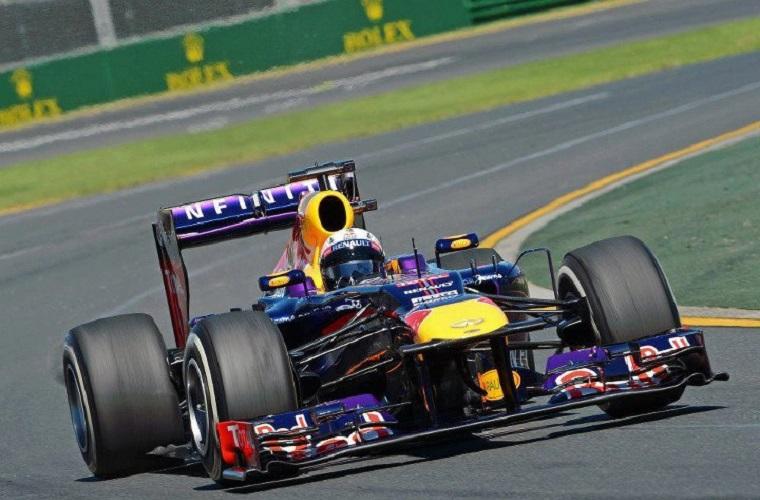 Sebastian Vettel in azione tra le curve dell'Albert Park sulla sua RB9