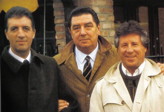 Nella foto, da sinistra: Piero Ferrari, Franco Gozzi e Mario Andretti