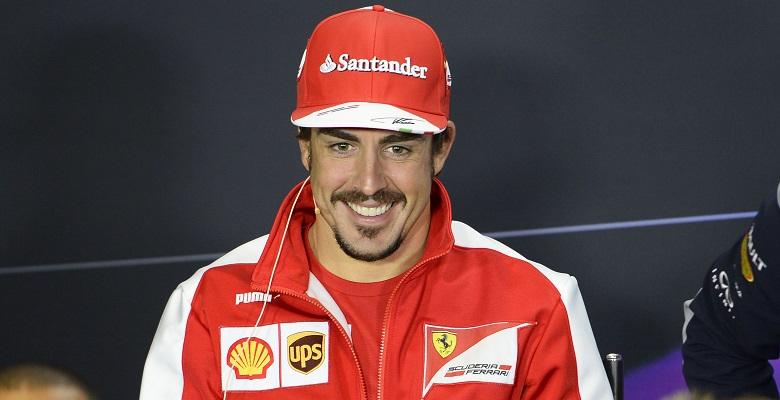Fernando Alonso ha grandi aspettative per il GP di Gran Bretagna a Silverstone. Conta di dare l'attacco all'arma bianca, anche grazia a un look alla D'Artagnan... (Foto © Ercole Colombo per Ferrari Media)
