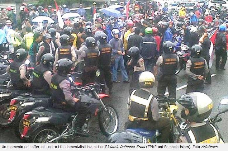 20130719-indonesia-fondamentalisti-islamici-cacciati_780x516
