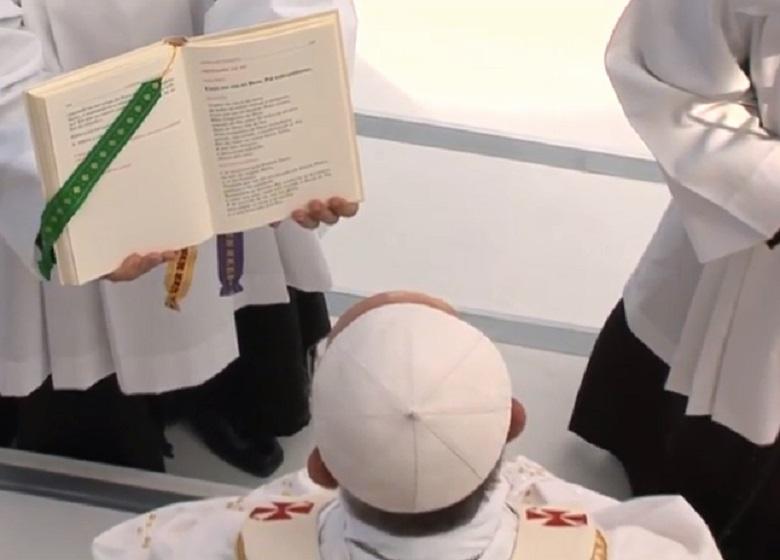 20130728-papa-francesco-partito-per-roma_780x560