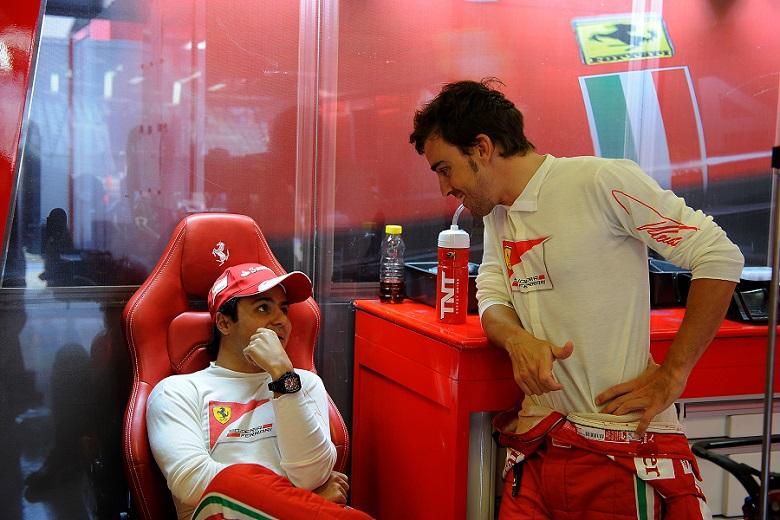 Felipe Massa e Fernando Alonso. Chi dei due non vestirà la tuta della Ferrari nel 2014?