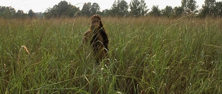 Pocahontas immersa nella natura in The New World