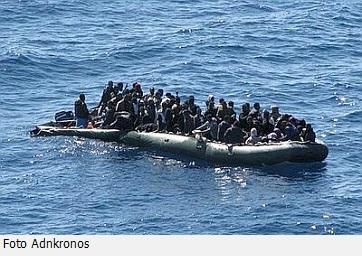 20130930-immigrati_gommone-362x256