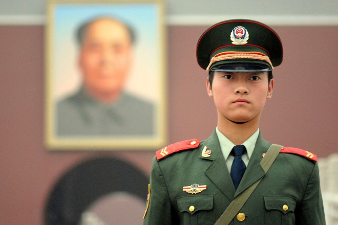 20131006-china-soldier-mao-red-square-660x440