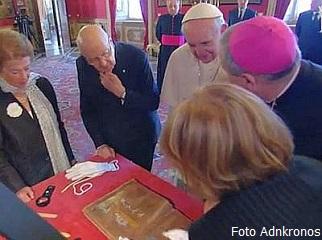 Lo scambio dei doni tra il Papa e il Capo dello Stato