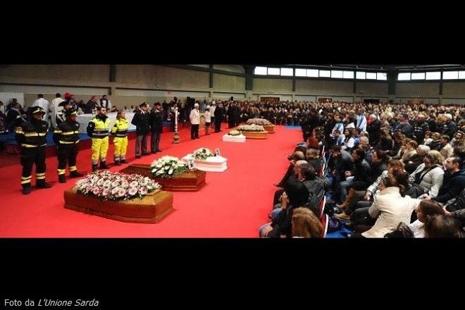 20131121-i_funerali_a_olbia-660-440-did-unione-sarda