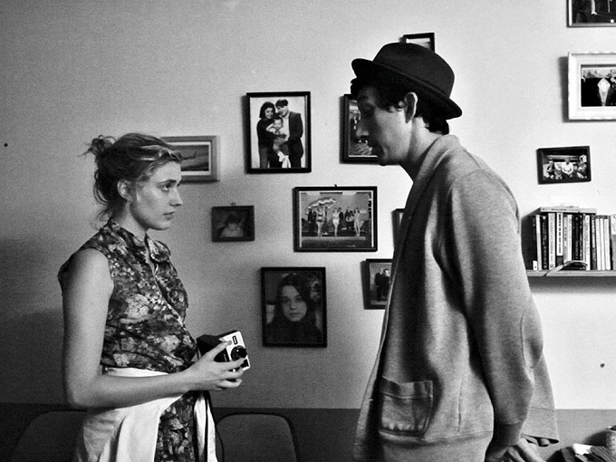 frances-ha-2013-001-frances-and-lev-talking-in-bedroom_1000x750