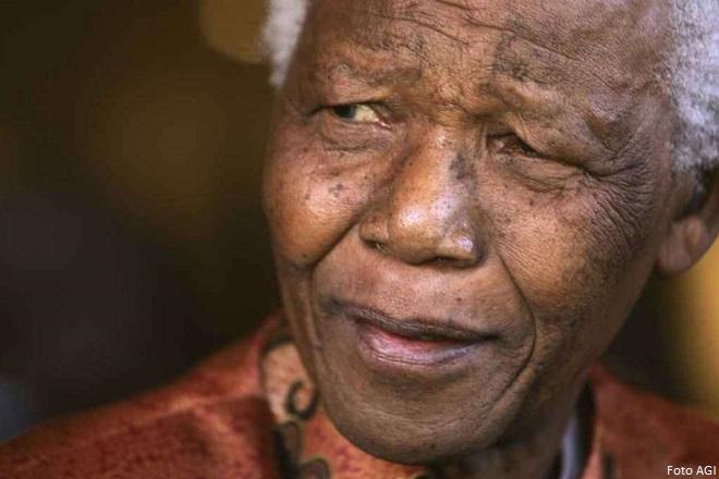 Nelson Mandela, Mvezo, 18 luglio 1918– Johannesburg, 5 dicembre 2013 (foto AGI)