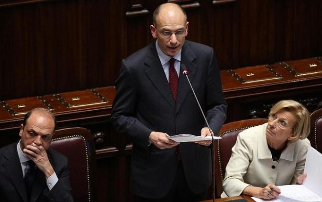 Enrico Letta, con alla sua destra Angelino Alfano e alla sua sinistra Emma Bonino. Un quadretto significativo...