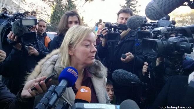 Sabine Kehm nel corso della estemporanea conferenza stampa (foto ledauphine.com)