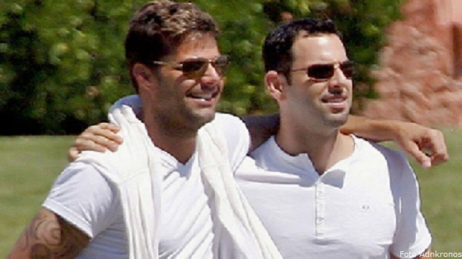 gonzalez gay singles Ricky martin included the singles:  i already felt it was hard to be a latino in hollywood what could have been more difficult than being latino and gay.