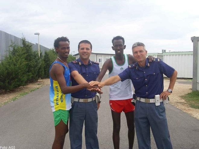 20140107-cara-bari-solidarieta-profughi-poliziotti-2-660x495