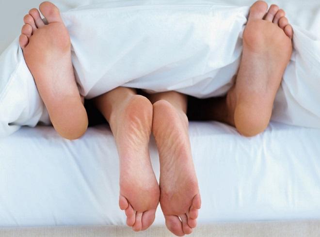 Per smaltire i chili accumulati durante le feste di Natale non fate ginnastica: fate sesso!