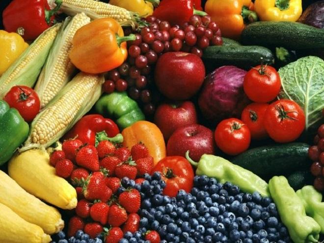 Flessione nel consumo di frutta e verdura degli italiani: dal 2000 è stato registrato un calo del 18% delle vendite in tutti i canali di distribuzione, tranne che nella vendita diretta