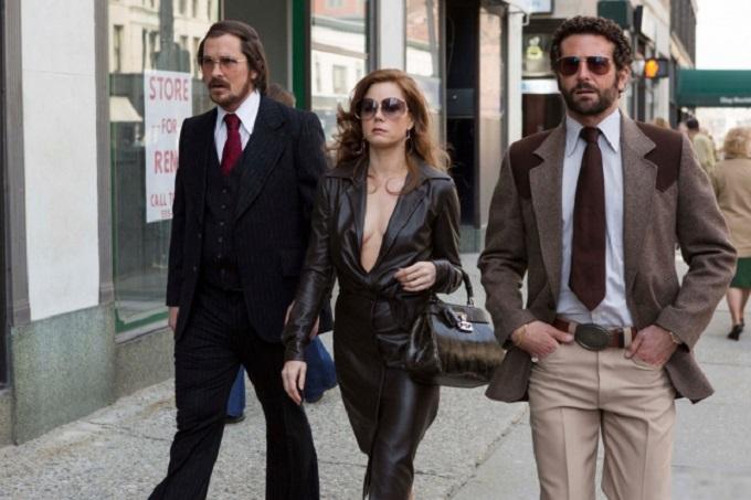 Christian Bale, Amy Adams e Bradley Cooper in American Hustle, dal 1° gennaio in sala