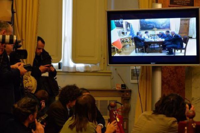 20140220-streaming-grillo-renzi-660x440