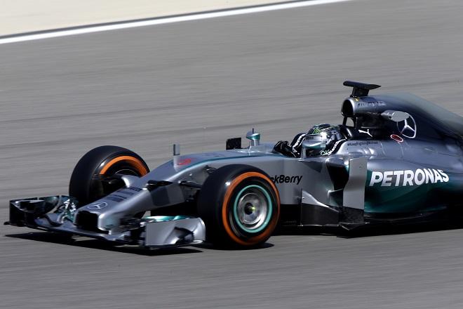 Nico Rosberg sulla Mercedes W05 (Foto Pirelli Media)
