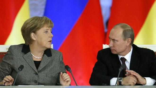"""""""Ma cosa mi dici mai?"""", sembra dire la cancelliera tedesca Angela Merkel al presidente russo Vladimr Putin"""