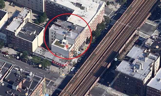 L'edificio al 1646 di Park Avenue crollato a seguito di una fuga di gas (foto da Google Map)