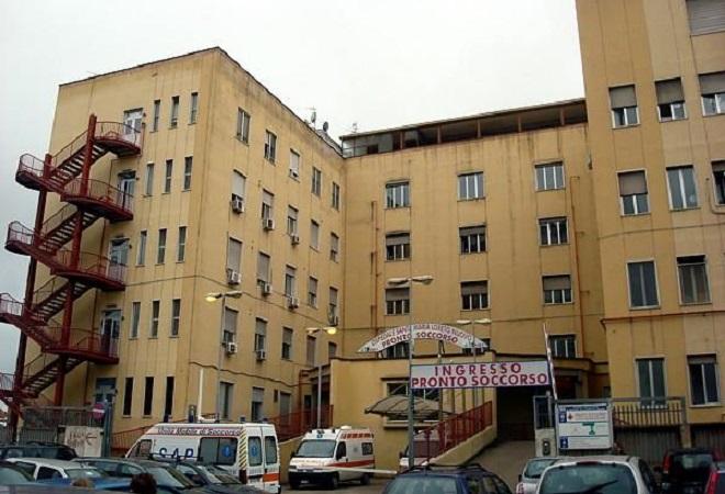 Ospedale Loreto Mare, ingresso del pronto soccorso
