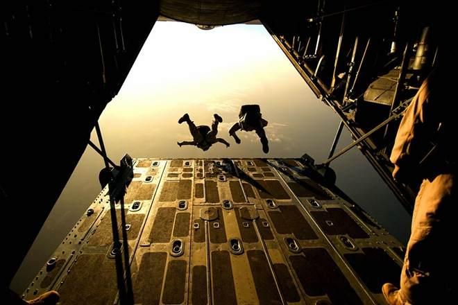 SAS-Special Air Service UK: lancio con paracadute