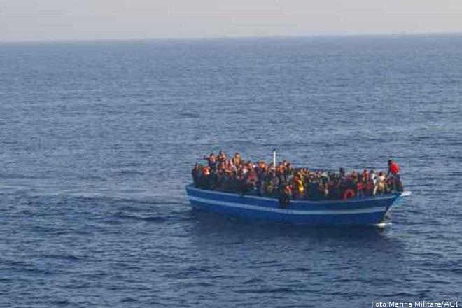 20140512-Marina-Militare-sbarchi-clandestini-immigrati-barcone-660x440