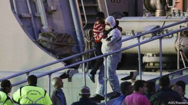 20140514-Barcone-affondato-in-Sicilia---soccorsi-Reuters