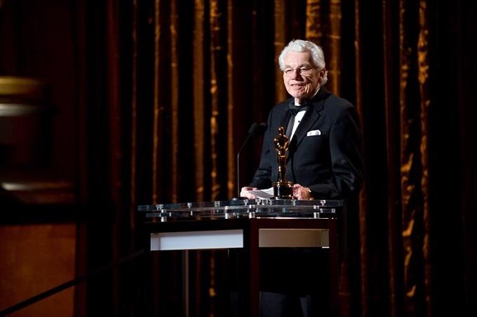 Gordon Willis riceve l'Oscar onorario nel 2010