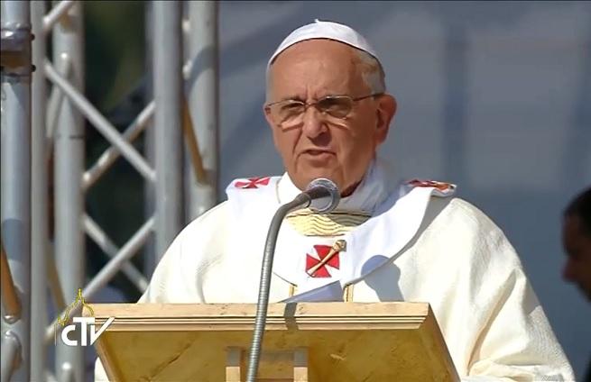 20140621-papa-francesco-e-i-bambini-calabria-2-655x424