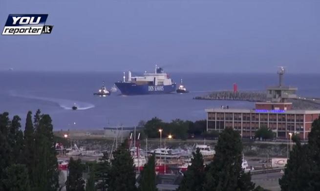 20140702-ark-futura-get-in-gioia-tauro-port
