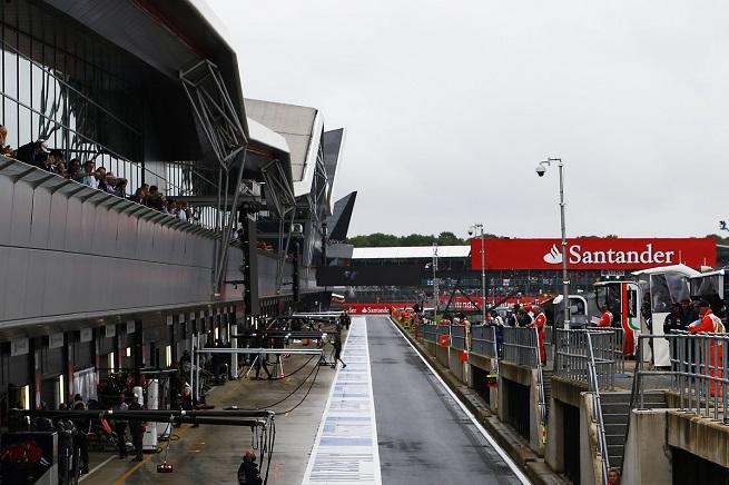 Il box di Silverstone durante le qualifiche di sabato (Foto Andrew Hone/Pirelli)