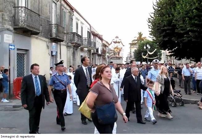 20140706-oppido-processione-madonna-graziecorr-655x436