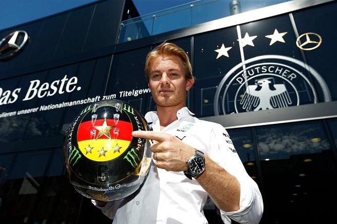 Le ambizioni iridate di Nico Rosberg si rafforzano con l'omaggio al trionfo della Germania ai Mondiali di calcio in Brasile (Foto Mercedes AMG F1)