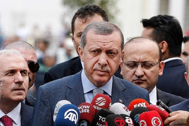 Il primo ministro Recep Tayyp Erdogan, in corsa per le presidenziali del prossimo mese, sta radicalizzando la posizione politica del suo partito, il Partito per la Giustizia e lo Sviluppo (in turco Adalet ve Kalkınma Partisi)