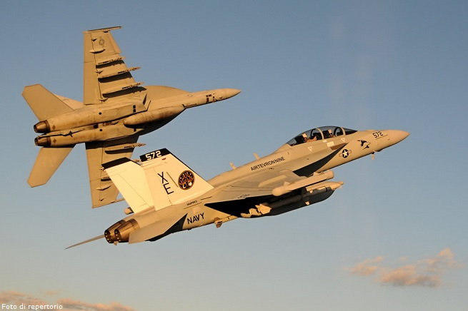 20140808-us-navy-attack-isil-655