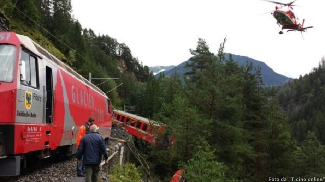 20140813-train-derails-swiss-655