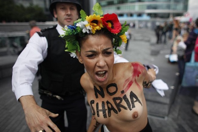 20141013-femen-vs-sharia