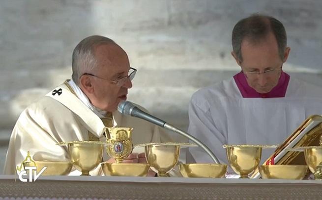 20141123-papa-canonizzazione-655x408