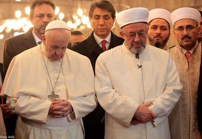 20141129-papa-francesco-moschea-blu-655x450