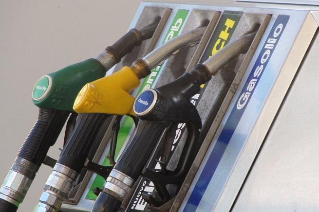 20141203-pompa-carburanti-655x436