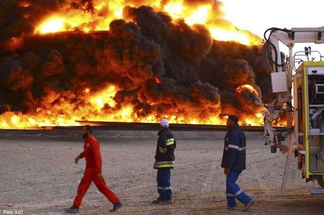20141227-libia-deposito-fiamme-sidra-655x436