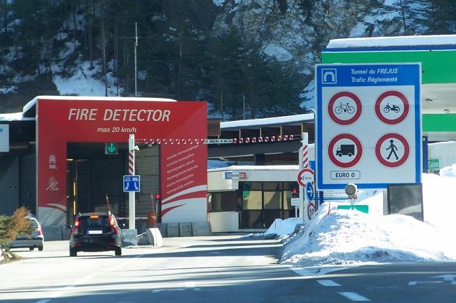L'ingresso del tunnel del Frejus, versante francese (foto da internet)