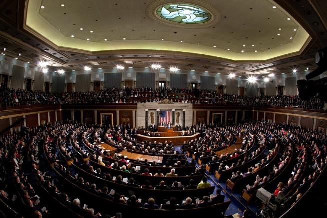 Il 114° Congresso degli Stati Uniti riunito per il Discorso sullo Stato dell'Unione del presidente Barack H. Obama, 20 Gennaio 2015. Il Congresso è costituito dai membri della Camera dei Rappresentanti (US House of Representatives) e dal Senato federale (US Senate) che rappresentano rispettivamente il popolo e gli Stati dell'Unione americana (foto White House)