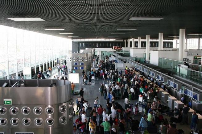 """I banchi check-in dell'aeroporto """"Vincenzo Bellini""""/Fontanarossa di Catania"""