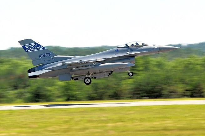 Un F-16 del 169th Fighter Wing della South Carolina Air National Guard di stanza alla McEntire Joint National Guard Base. Velivoli di questo tipo sono intervenuti per scortare i due voli della Delta Airlines e della Southwest Airlines diretti allo scalo di Atlanta (Foto Sgt Magg. Marvin Preston/South Carolina McEntire Air National Base)