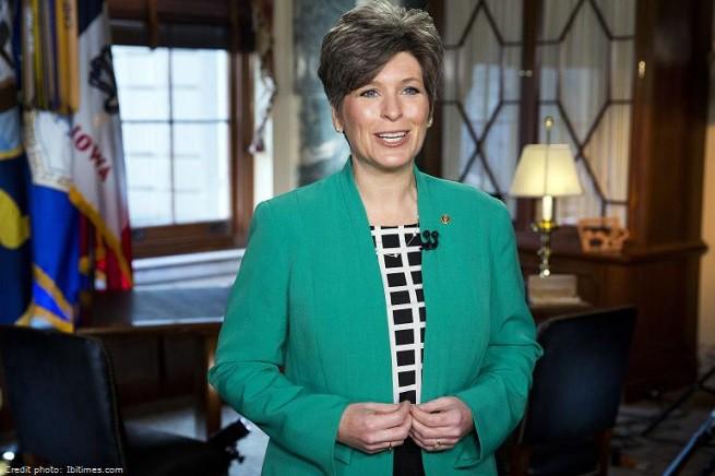 La senatrice repubblicana Joni Ernst, 44, eletta nell'Iowa, chiamata dal GOP a rispondere al tradizionale discorso sullo stato dell'Unione di inizio d'anno